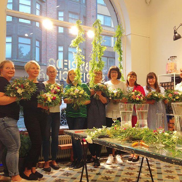 Kiitämme Conviviumin & Petit St Louisin ensimmäisen flowerworkshopin supertaitavia osallistujia! Ihanan iloinen &rento tunnelma, sekä hyvinkauniit kimput kaikilla kotiinviemisinä ! #conviviumevents #petitstlouis #flowerworkshop