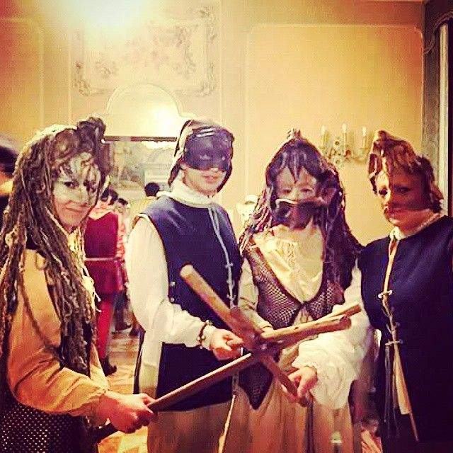 @manva90_#igersferrara #RinasciFe2015 #rionesantospirito #worbas #maschere #vedercibene #bastoni #carnevalerinascimentale #turismoferrara #cena #circolodeinegozianti #turismoer #likeit #instalike #instagood