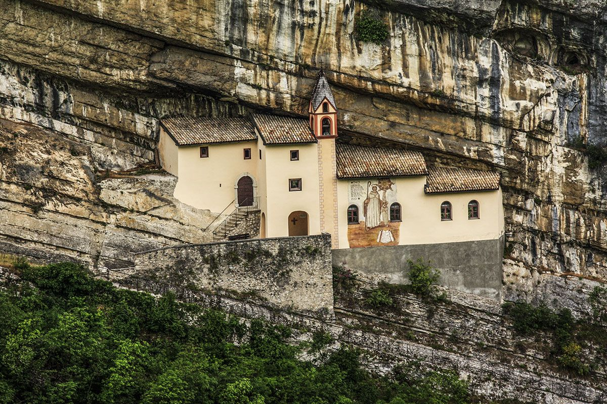 L 39 eremo di san colombano situato nel comune di italy for Arredamento rovereto