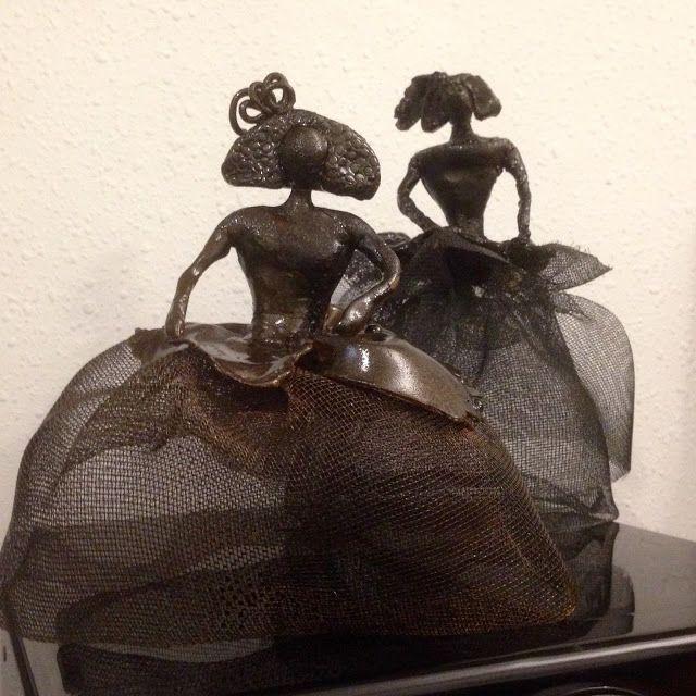 Meninas Esculturas en barro y malla metálica. www.manuelluna-co.blogspot.com