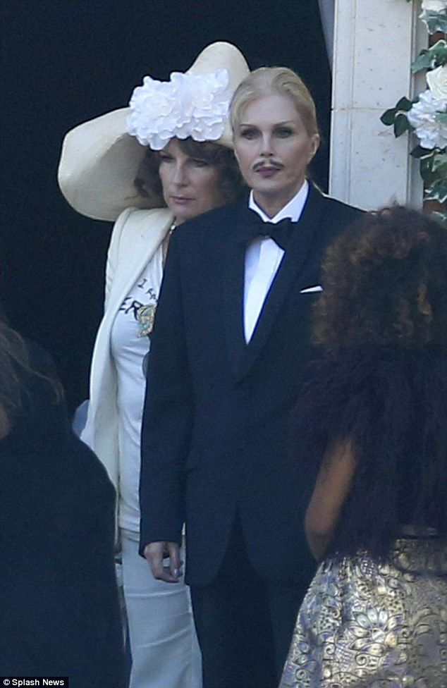 Joanna Lumley Films Absolutely Fabulous Scenes With Jennifer