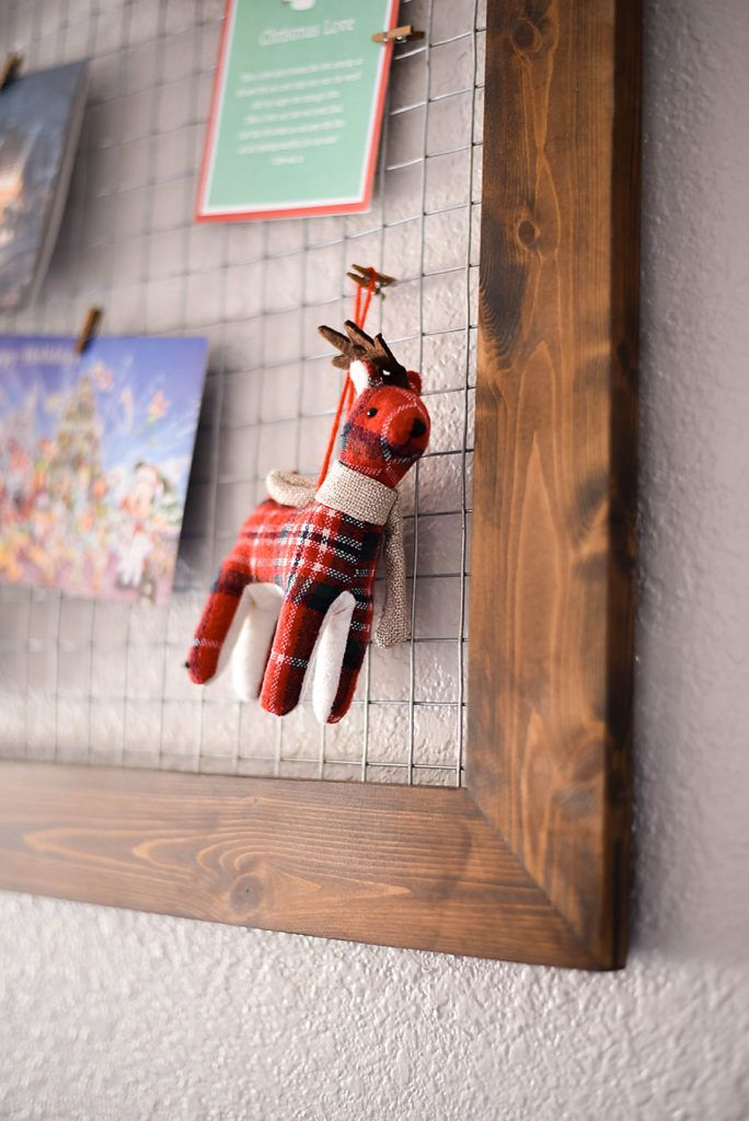 DIY Chicken Wire Christmas Card Holder | Farmhouse Christmas Decor, Hang  Photos And Card Displays