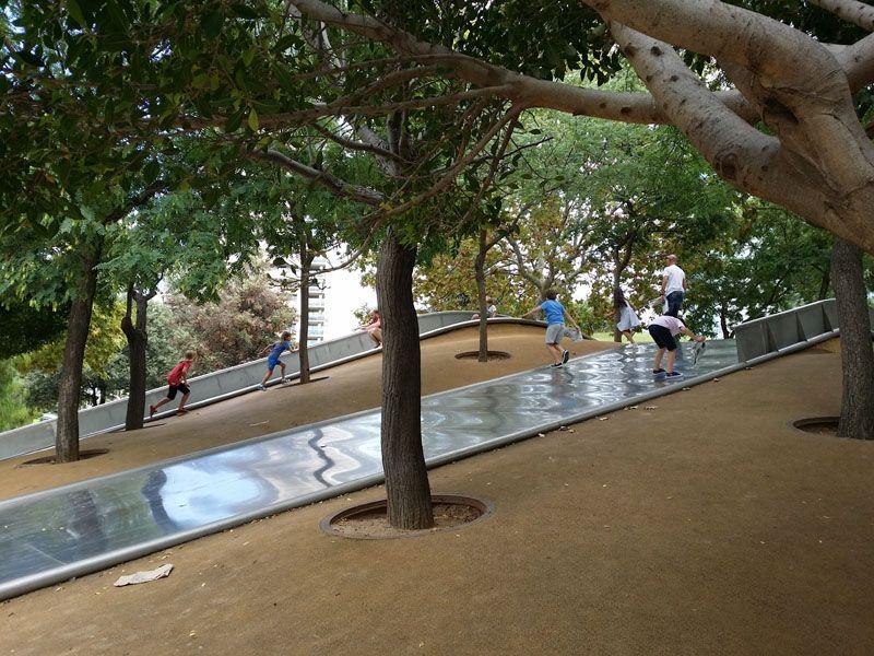 Parques Con Toboganes Gigantes En Barcelona Toboganes Parques Parques Infantiles