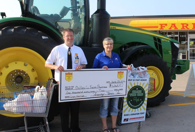 Perry Fareway store partners with Dallas County Farm Bureau on Cram the Cab | The Perry Chief