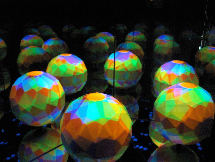 leif maginnis spins artstrobe with pulsating ultraviolet light
