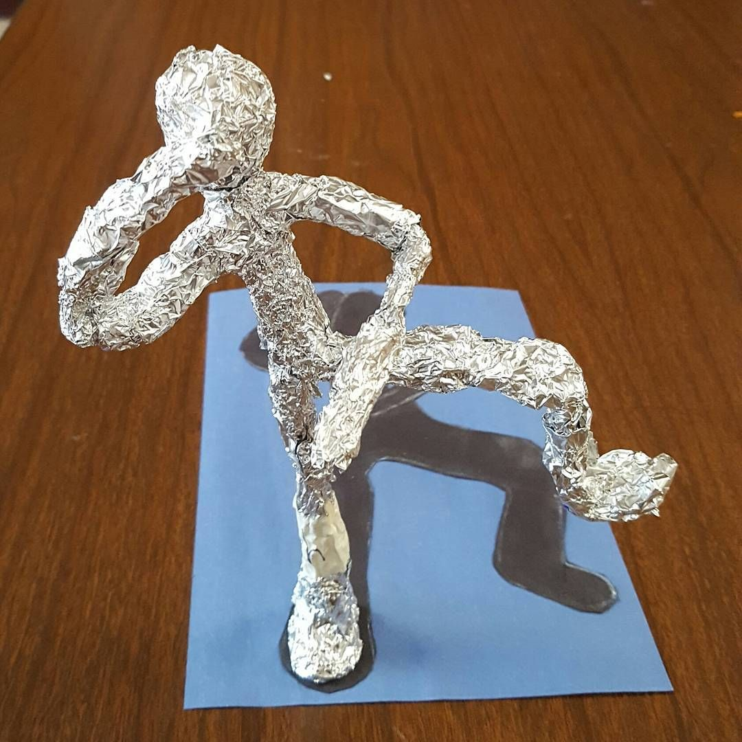 Our 5th grade foil figures were created by first creating a 2d gesture drawing of a partner and then they created a 3-dimensional figure of their drawing! #sandyscircus #alexandercalder #gesturedrawings #sculpture