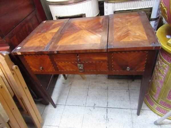 c743854319b Coiffeuse en bois de placage style Louis XVI