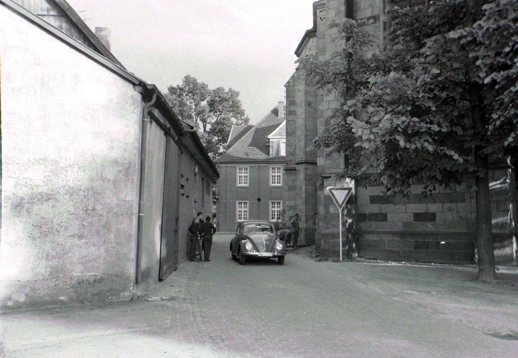 Bahnhofstraße in Blickrichtung Hauptstraße in den 50er Jahren in Ostbevern (Bild: Aloys Pohlmann)
