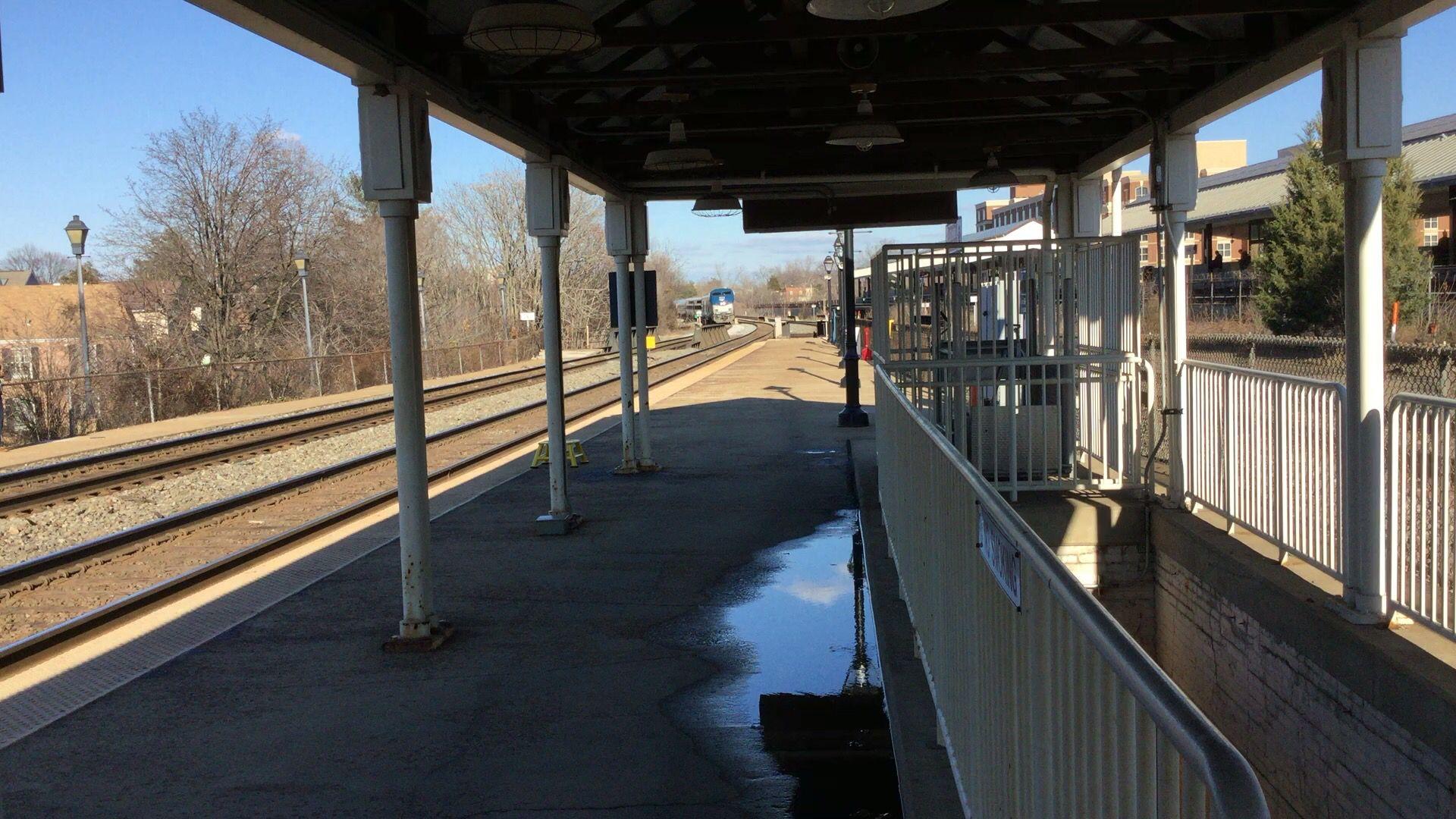 Amtrak arriving alexandrias union station photo by kathy