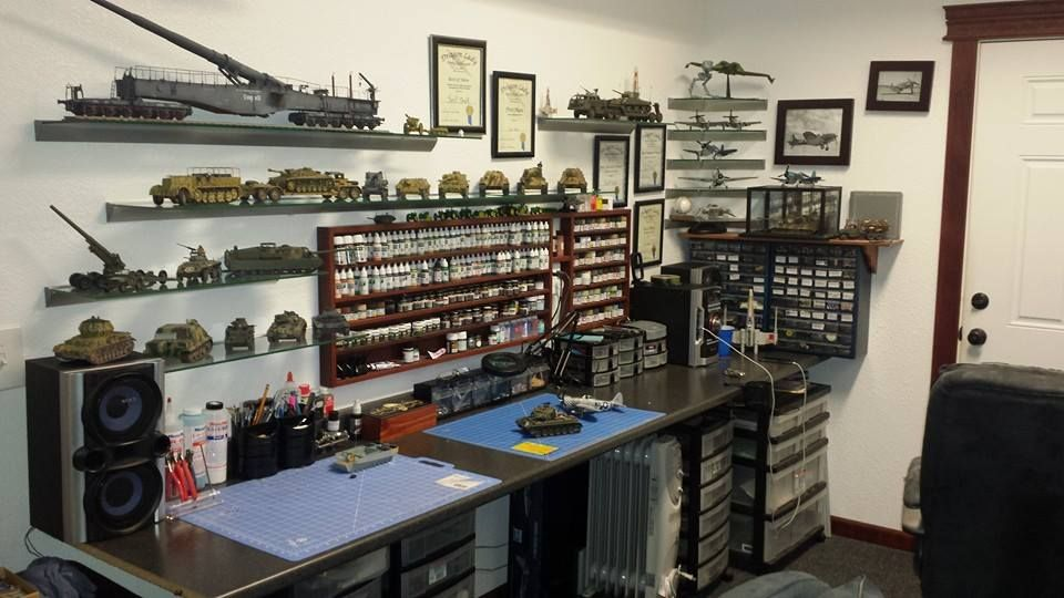 Found on Facebook, nice set up Hobby desk, Hobby room