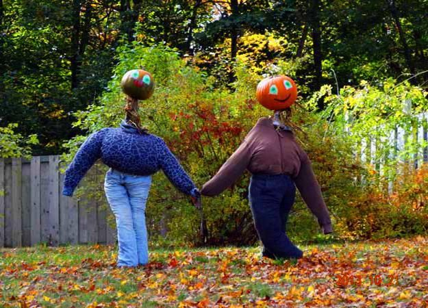 33 Pumpkin People Inspirations to Make Unique Halloween Decorations - how to make halloween decorations for yard