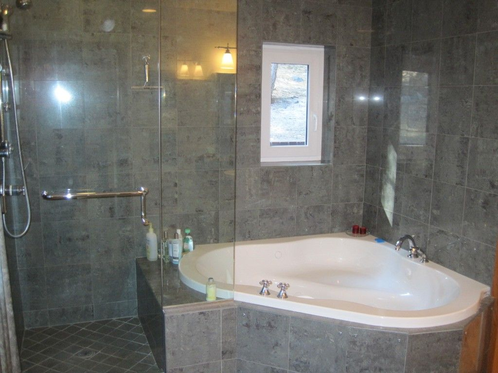 Jacuzzi Tub And Separate Shower.