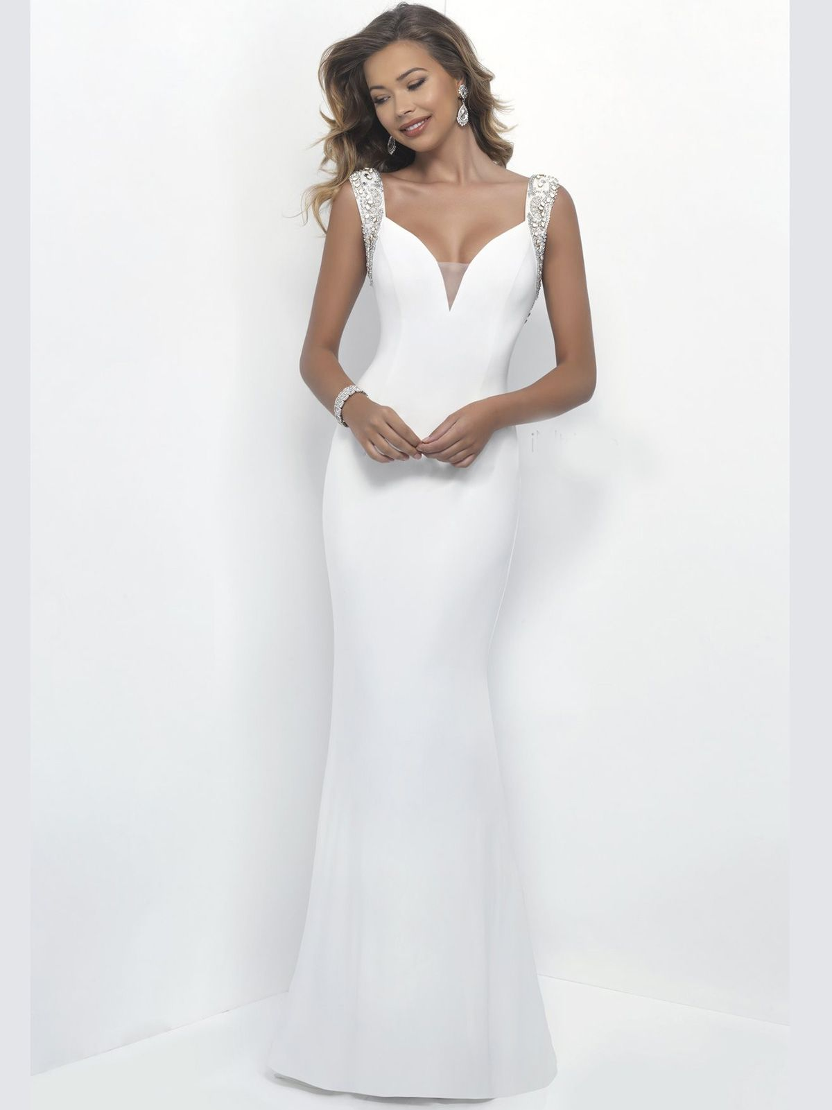 Be the diva of your prom night by wearing this Intrigue prom dress ...