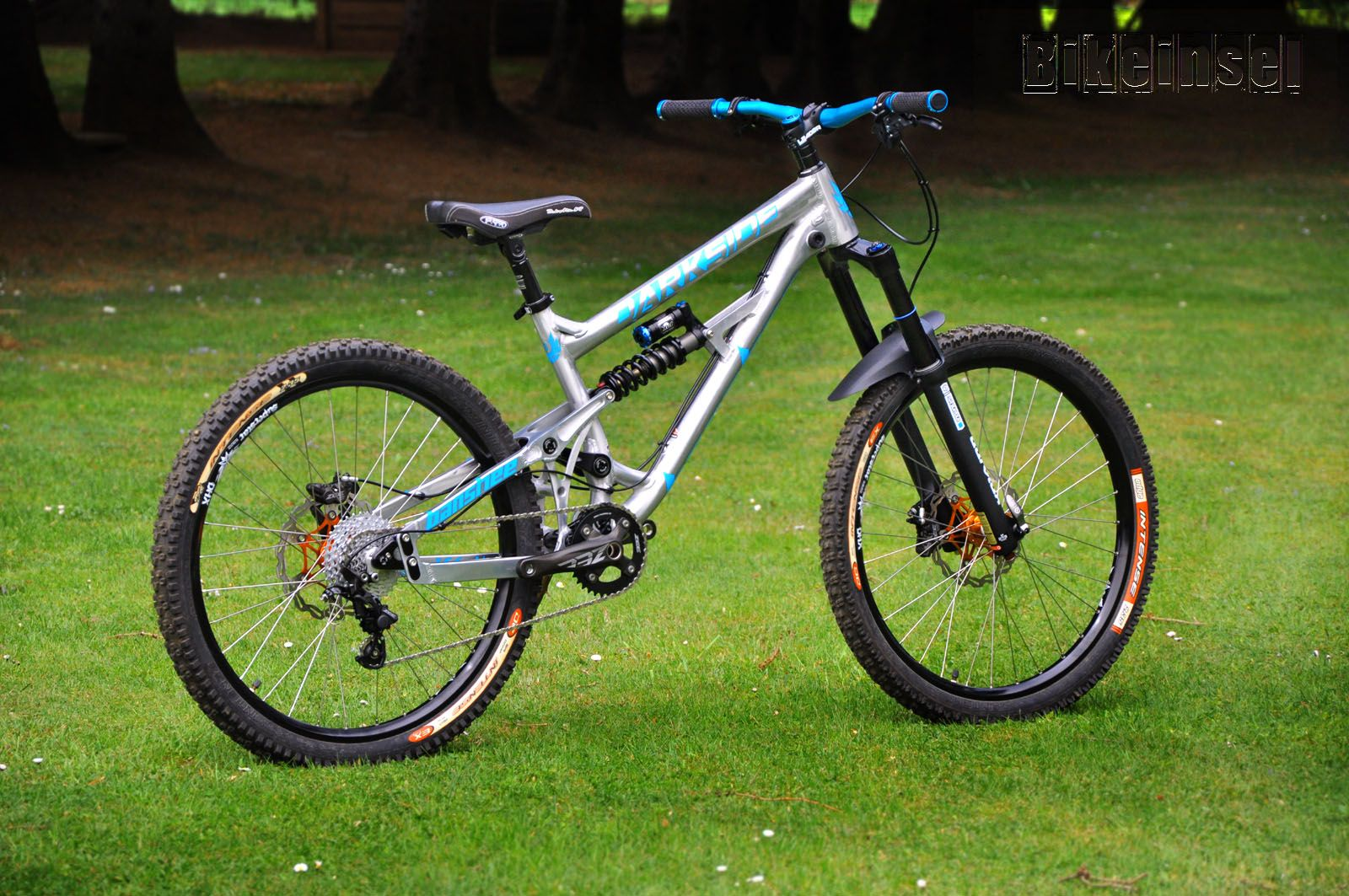 2463b747f Banshee  Darkside  bikeinsel custom bike by www.bikeinsel.com