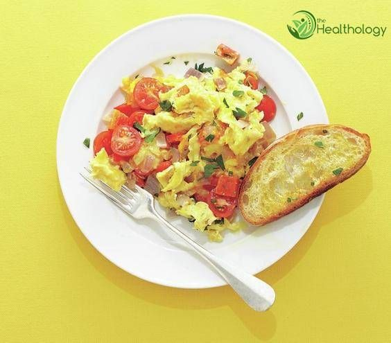 Loaded Scrambled Eggs - Healthy Breakfast #Breakfast, #Eggbreakfast, #Healthybreakfast, #Healthyeating, #Scrambledeggs | http://thehealthology.com/2015/12/11/loaded-scrambled-eggs-healthy-breakfast/