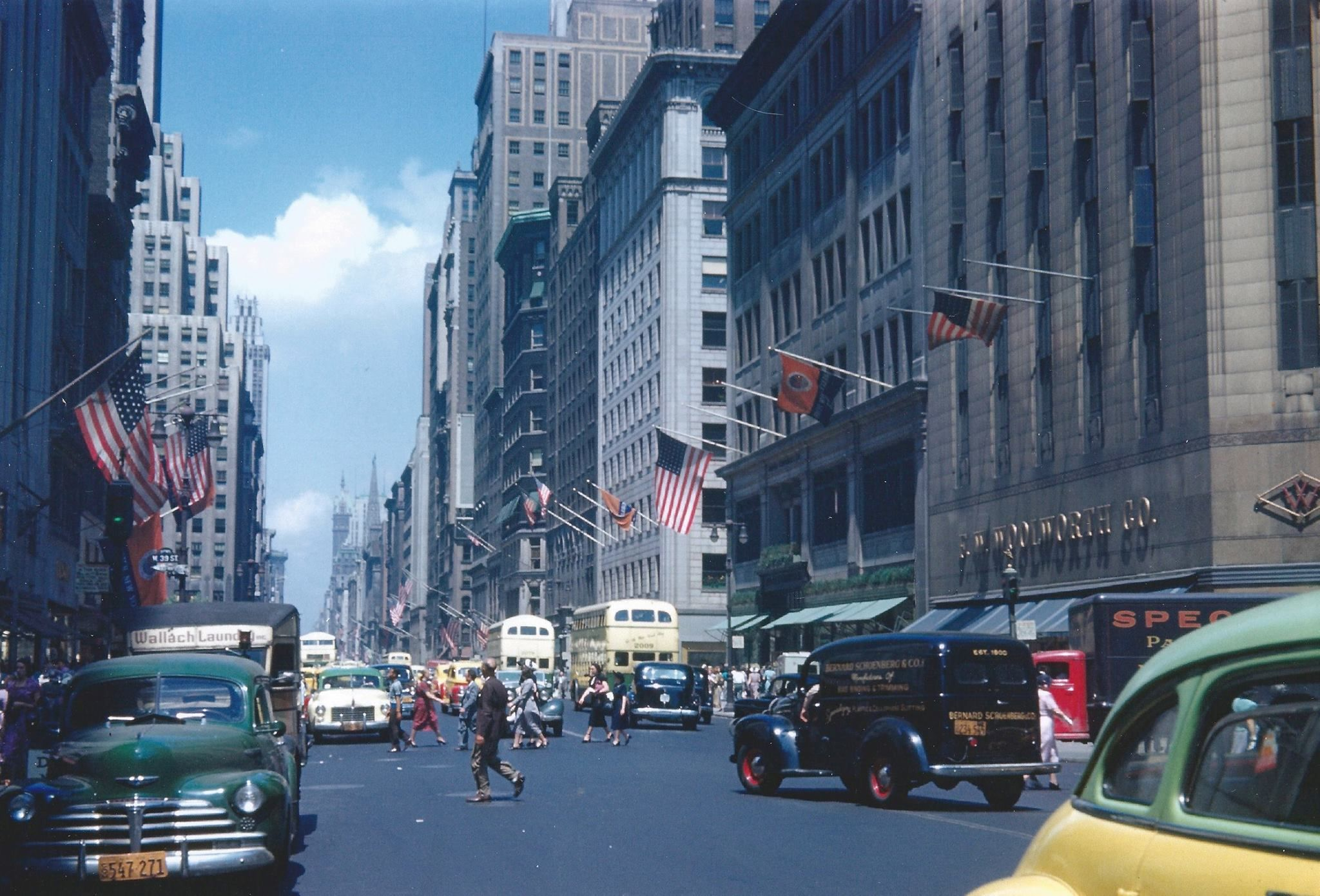 Manhattan: Additional View of 5th Avenue and 39th Street (1950s)