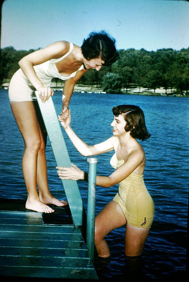 db2fb6f394620 1950s  The Early Days of Swimwear Outbreak – 43 Color Snapshots Show Women  in Bathing Suits Over 60 Years Ago