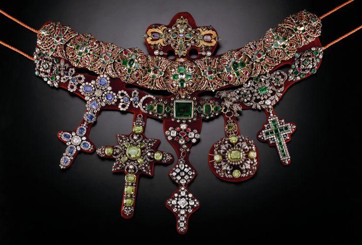 Collana di San Gennaro, in oro, argento e pietre preziose, realizzata da Michele Dato nel 1679.