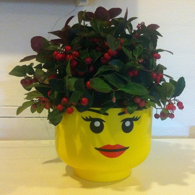 「 #LEGO #storage head in #christmas mood #roomcopenhagen #officelife #xmas #jul 」