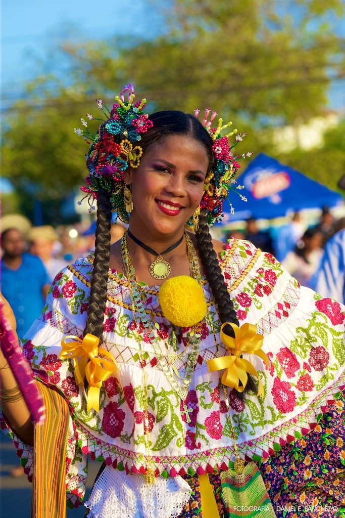 65d6413ae74 La pollera montuna tuvo su espacio en el Desfile de las Mil Polleras ...