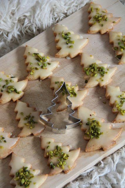 marzipan tannenb umchen kekse mit pistazien lauter. Black Bedroom Furniture Sets. Home Design Ideas