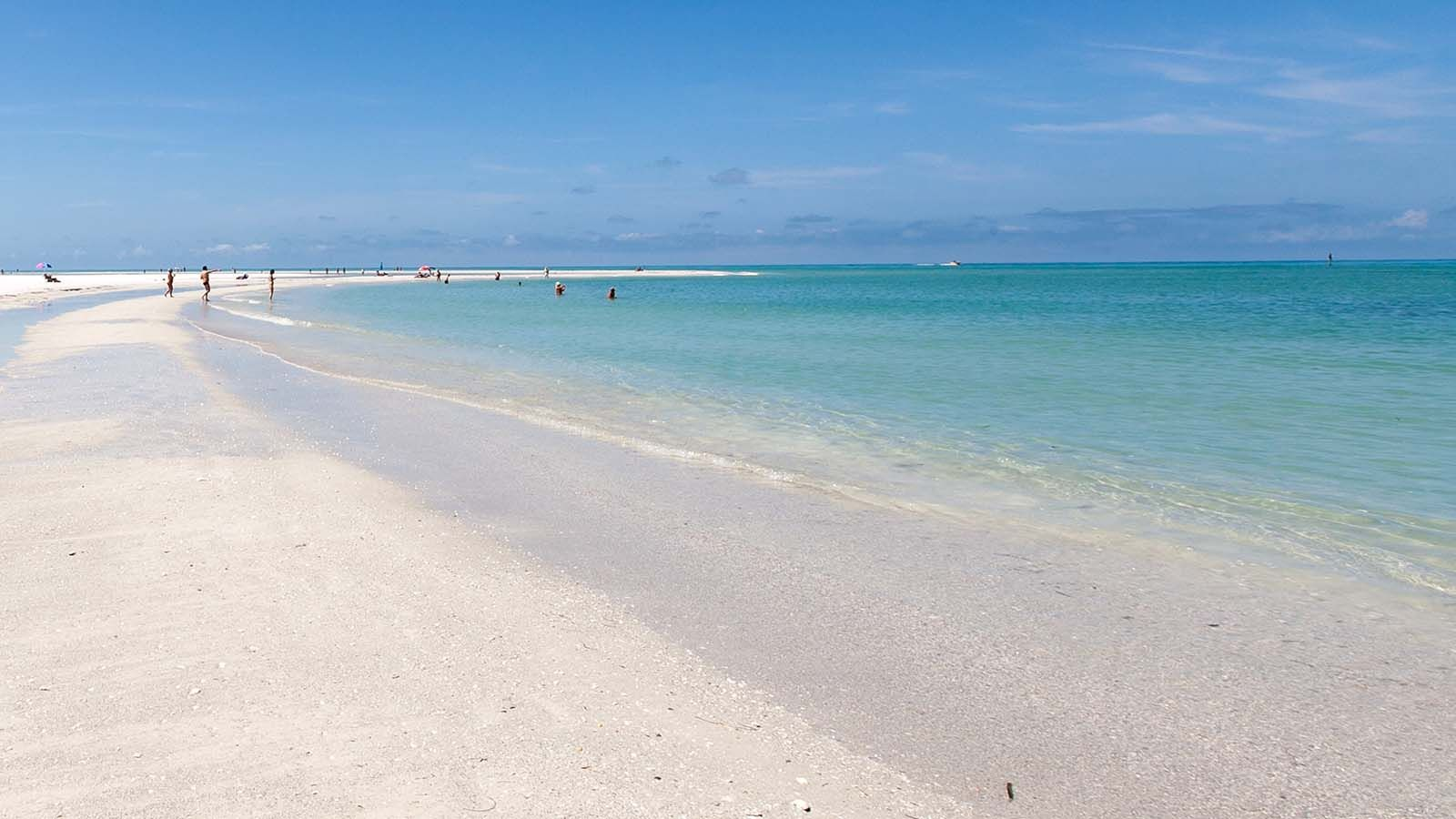 Tropical Breeze Resort Is The Premier Hotel On Siesta Key Fl Stay In Style Steps Away From Famous Beach And Village