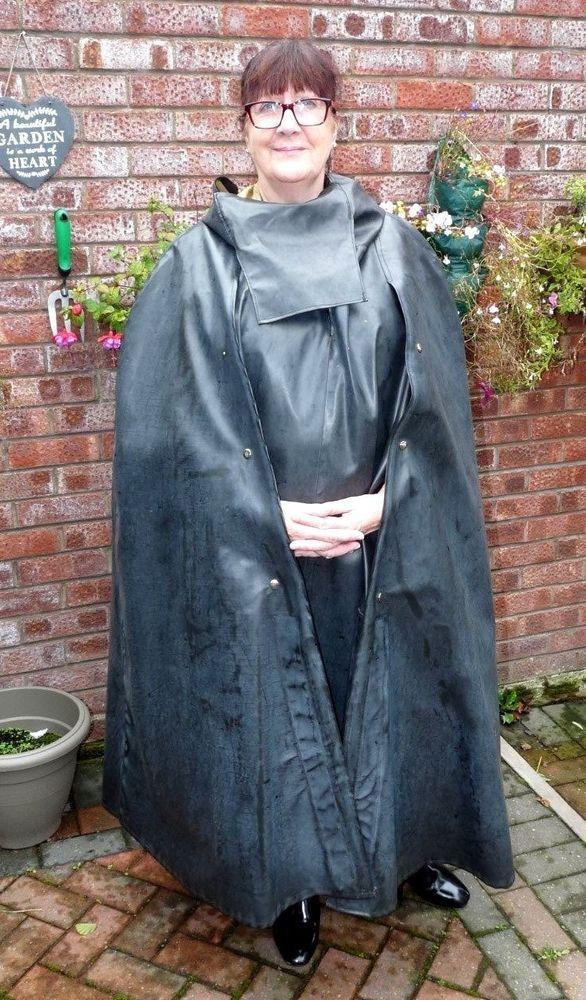 Sbr Shiny Black Rubber Mackintosh Cape With Face Mask Hood -2282