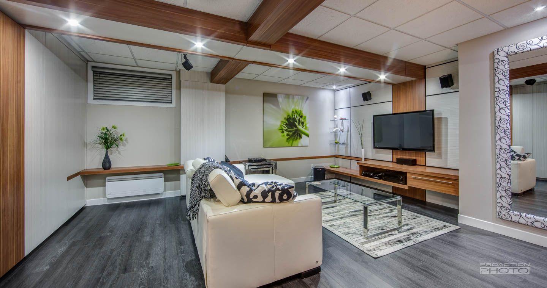 sous sol avec l ment mural avec mur de rangement sous sol pinterest sous sol rangement. Black Bedroom Furniture Sets. Home Design Ideas