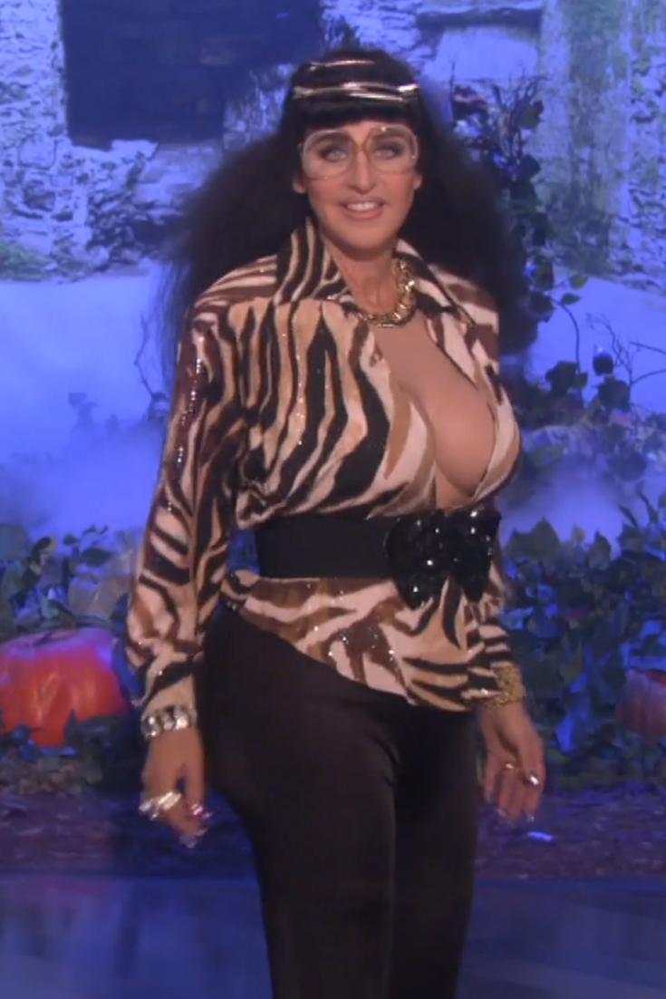 ellen degeneres wins halloween with her kardashian costume