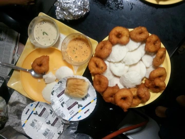 Its Tuesday, but the feast was so good, it took time to upload it :P... the wadapavs disappeared just too fast so just one remains for the photograph courtesy Amar :)