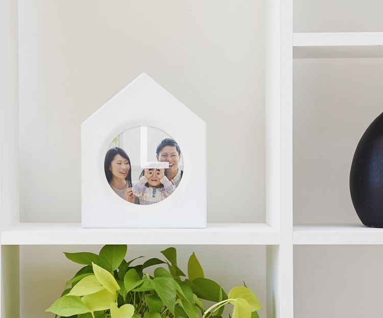 Japanese product innovation team monom and Tokyo/Shanghai-based creative agency IMG SRC conceived a clock to deepen family ties by keeping time and memories.
