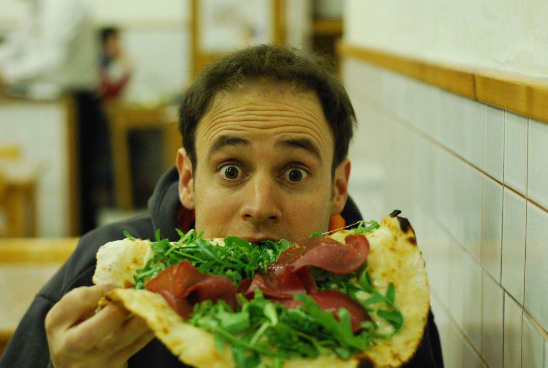 Le gusta comer la comida italiana