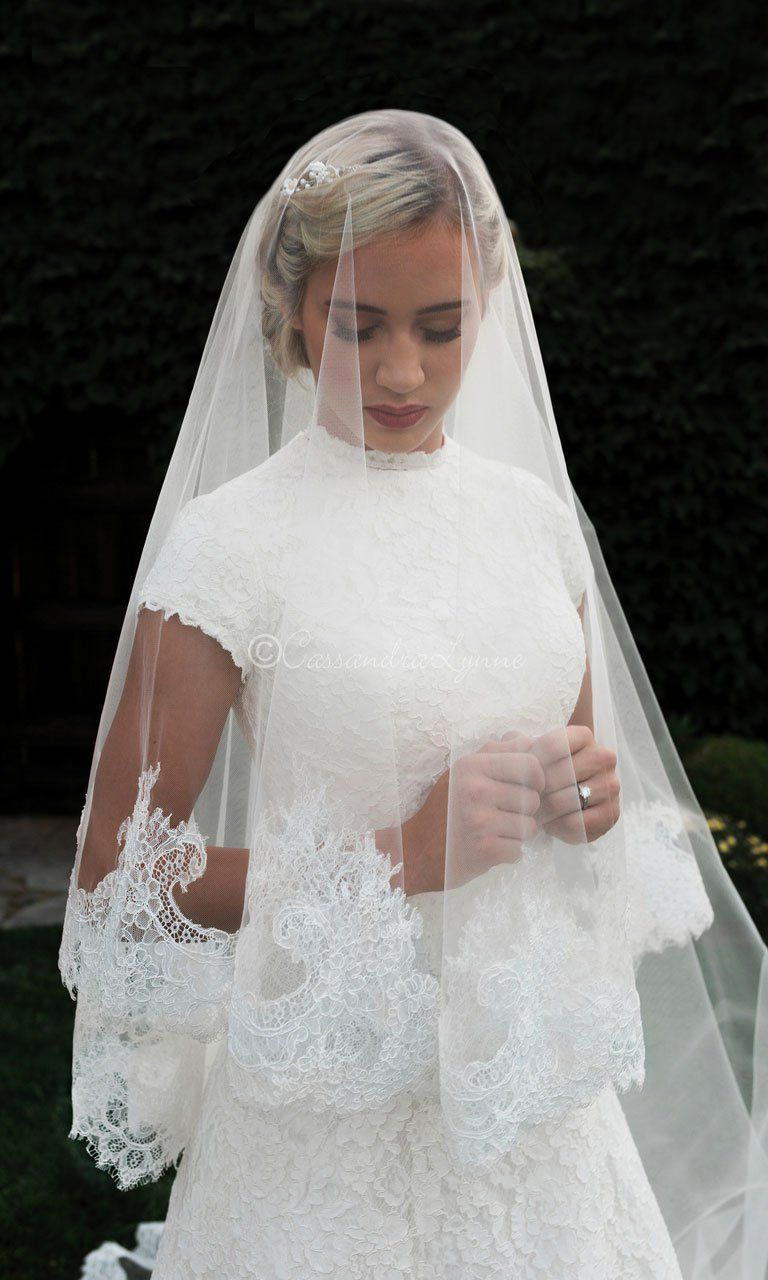 Royal Mantilla Ivory Veil With Chantilly Lace In Ivory
