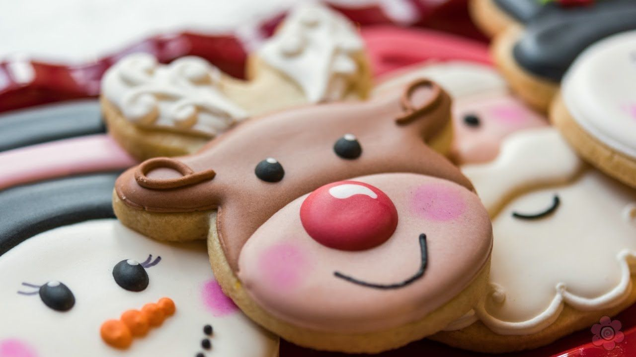How To Decorate A Reindeer Face Cookie Cookie Decorating Spring Cookies Winter Cookie