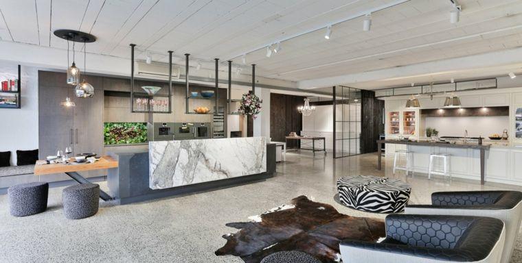 Come arredare open space cucina soggiorno con mobili moderni nei toni neutri del grigio e del - Open space cucina soggiorno moderno ...
