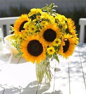 Sunflower Arrangements Love The Different Sizes Flower Arrangements Sunflower Arrangements Flower Delivery