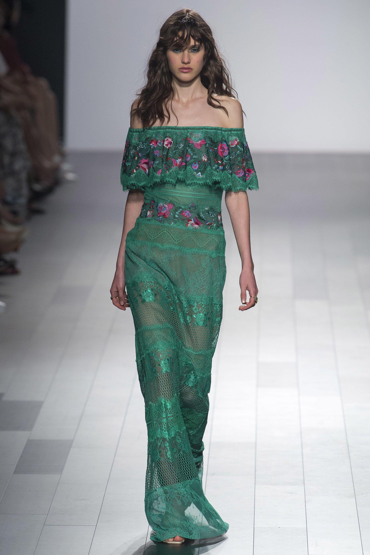 35ca84842 Tadashi Shoji Spring 2018 Ready-to-Wear Fashion Show - Aleyna Fitzgerald
