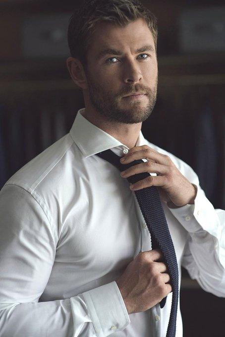 Chris Hemsworth Poisk V Tvittere Tvitter Chris Hemsworth Thor Chris Hemsworth Shirtless Chris Hemsworth Wife