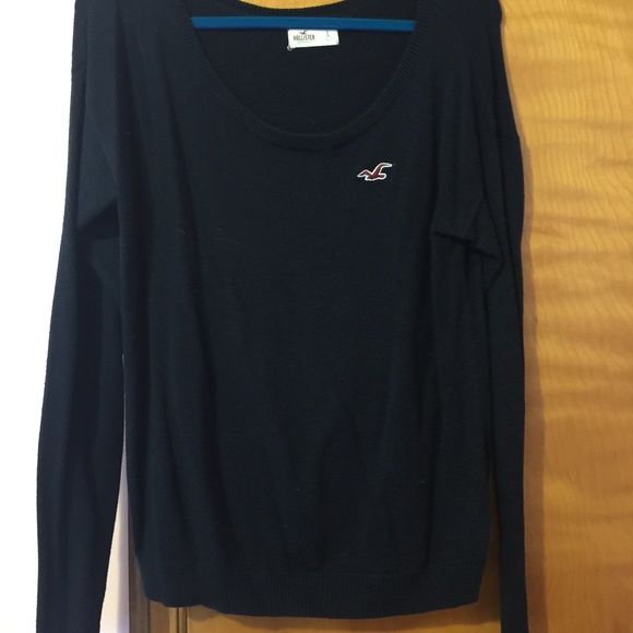 Holster sweater large Large hollister sweater which if you know hollister you are probably a medium wearing a large in this brand so if you've never owned a hollister sweater know they run small. This is navy blue worn a couple times was too short on me. Send me an offer Hollister Sweaters Crew & Scoop Necks