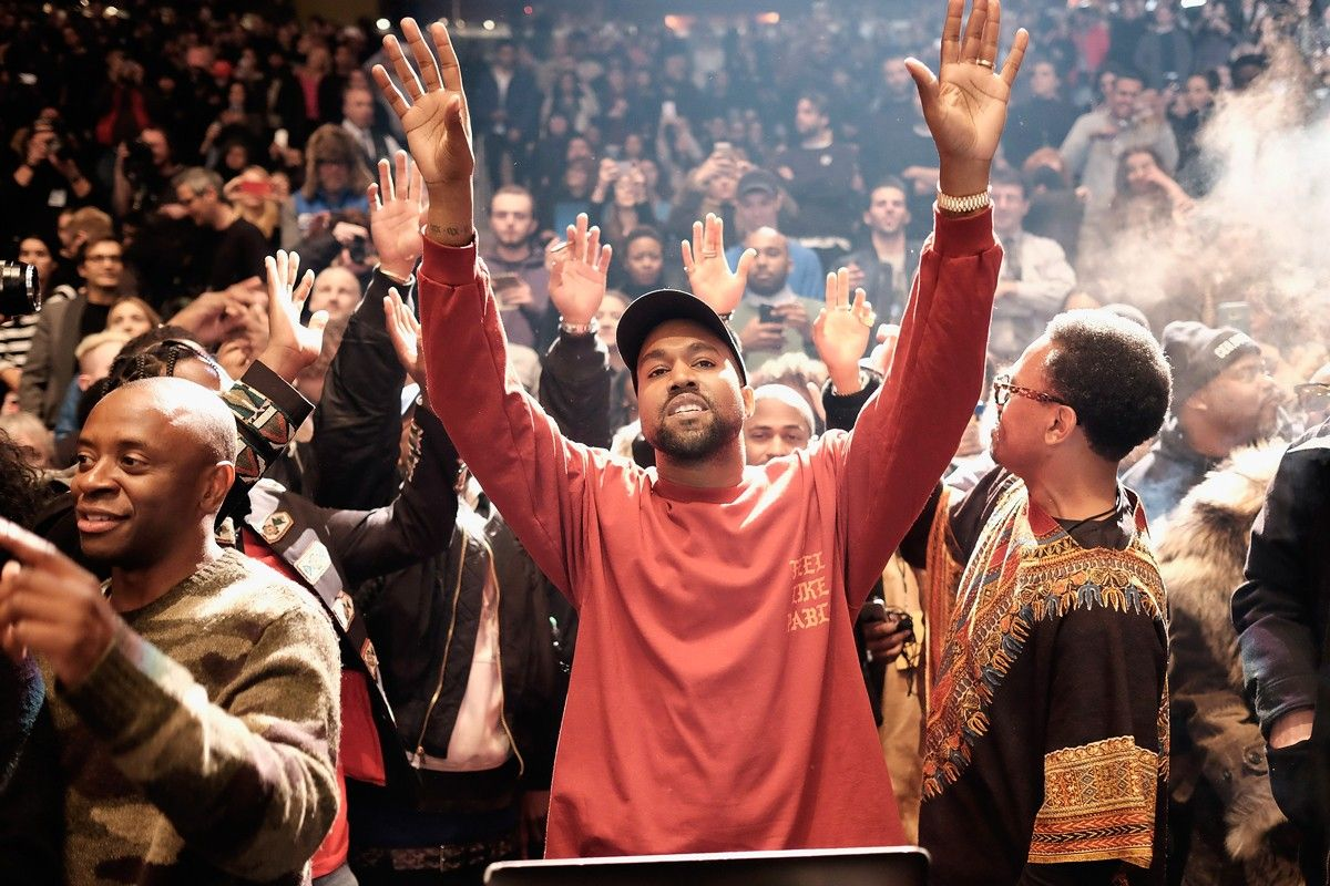 Kanye West Gives Political Speech At Sunday Service In Slc In 2020 Kanye West Rapper Kanye West Adidas