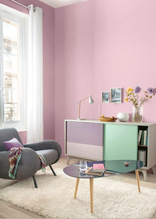 Ambiance zen et romantique pour ce salon d cor d 39 un joli cama eu de rose et de mauves la porte - Ambiance peinture salon ...