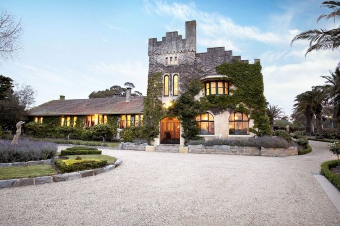 Luxury homes in Australia - More than a room  Read more: http://www.traveltherenext.com/eat-and-sleep/item/40-more-than-a-room  #australia #nsw #living #luxury #homes #travel #traveltherenext #accommodation