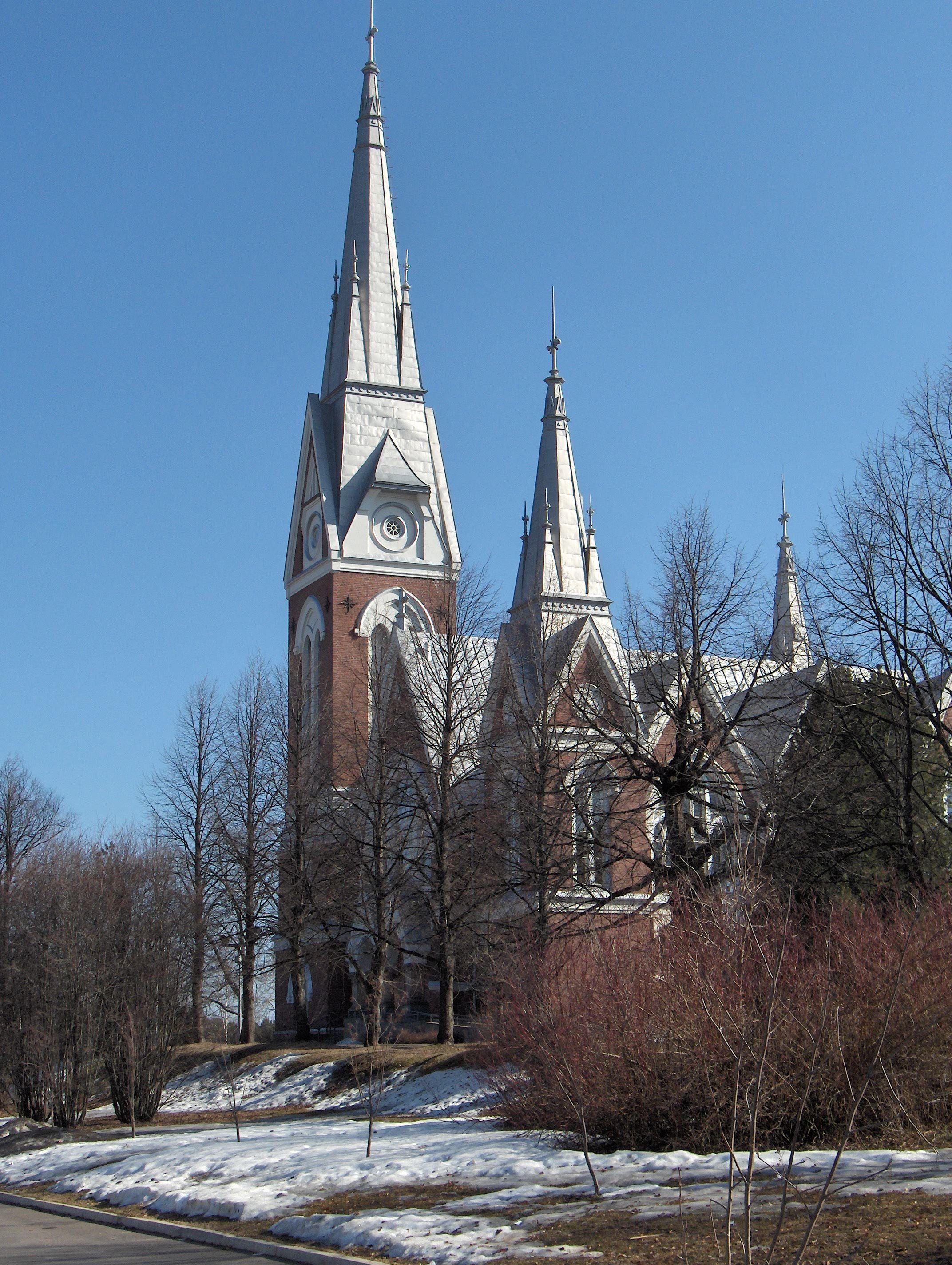 Kirkko sijaitsee Joensuun Yhteiskoulun vieressä. JYK,josta luokkasormus v.1964 hyvässä tallessa! Joensuu Lutheran Church.JPG - Wikipedia, the free encyclopedia