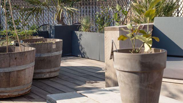 Terrasse bois en ville avec potager