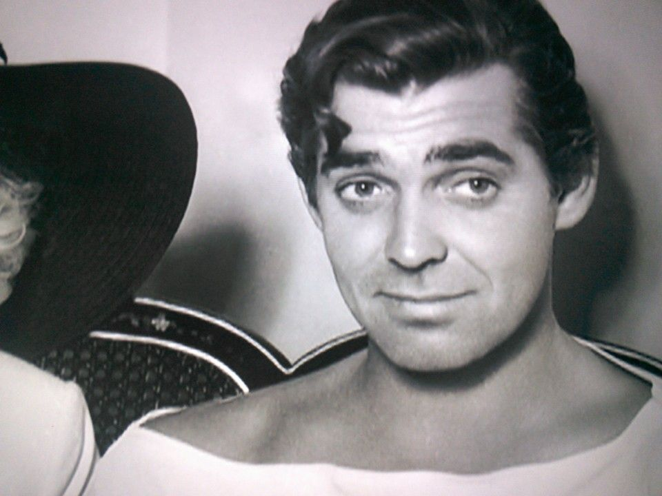 Clark Gable ** I think this oculd be a picture of George Clooney! What a  resemblance! | Attori, Registi, Attrici