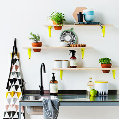 fun pop of color in the kitchen: lillelykke.blogspot