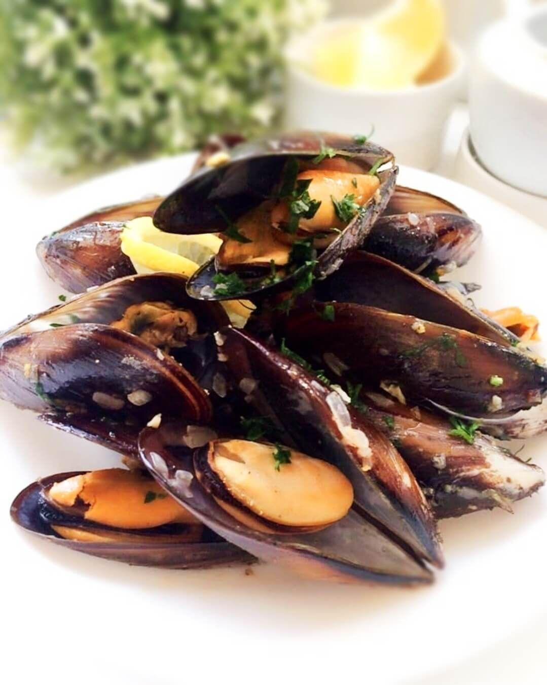 طريقة عمل بلح البحر بزيت الزيتون والثوم أطباق رئيسية Momkitchenista Recipe