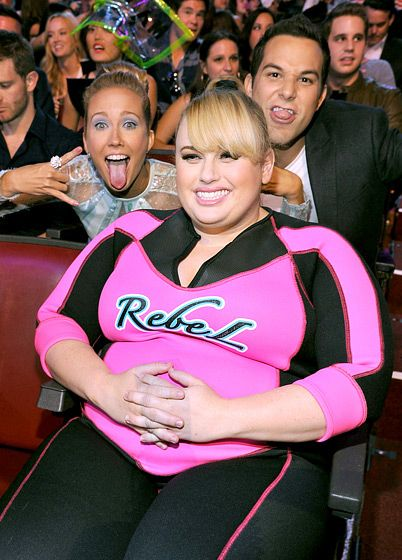 And Anna Camp and Skylar Astin photobombed Rebel Wilson:
