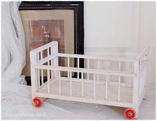 puppenwagen altes puppenbett puppenwagen vintage shabby wei ein designerst ck von shabby. Black Bedroom Furniture Sets. Home Design Ideas