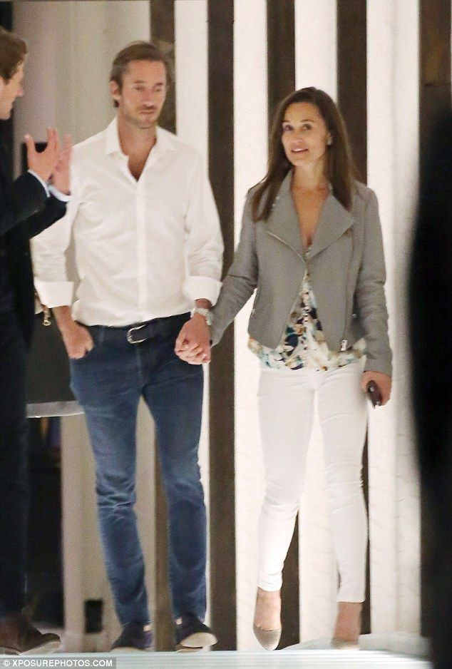 Pippa Middleton And Her Hedge Fund Manager Boyfriend At Restaurant